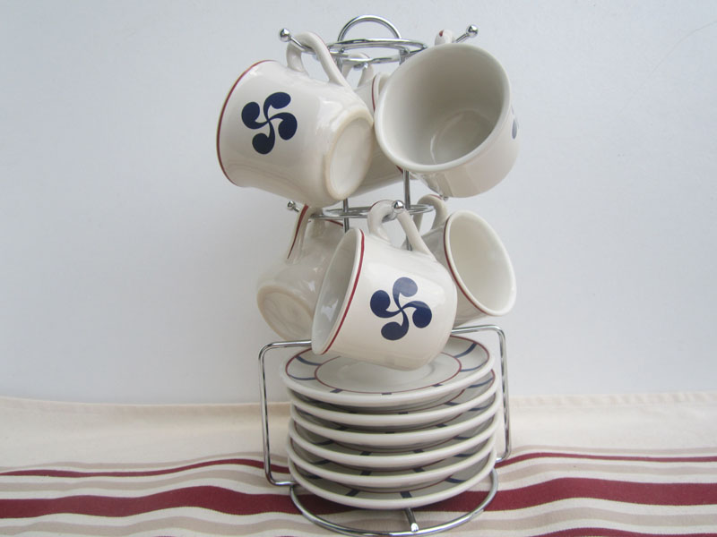 traditions tasses a caf basque avec support. Black Bedroom Furniture Sets. Home Design Ideas