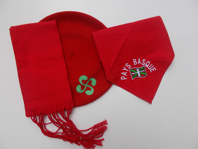 Ensemble de fête basque
